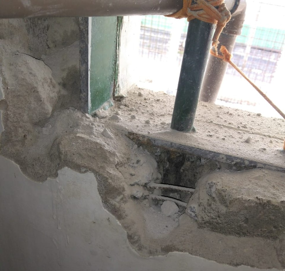 Presos tentavam arrancar grade da janela em Ariquemes — Foto: Singeperon/Divulgação