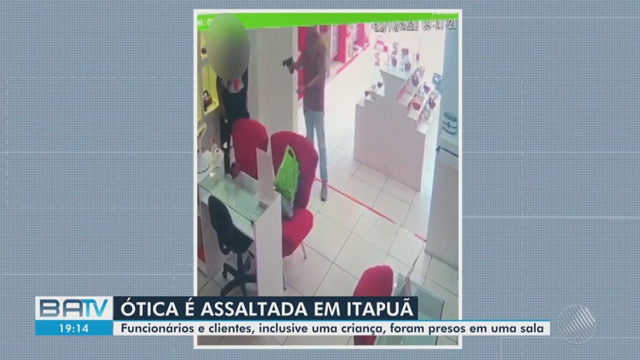 Homem armado rende funcionários e clientes em uma ótica, no bairro de Itapuã