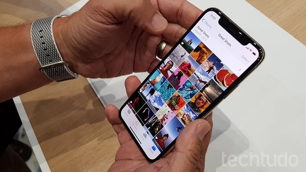 iPhone X é o primeiro smartphone da Apple a ter display OLED (Foto: Thássius Veloso/TechTudo)