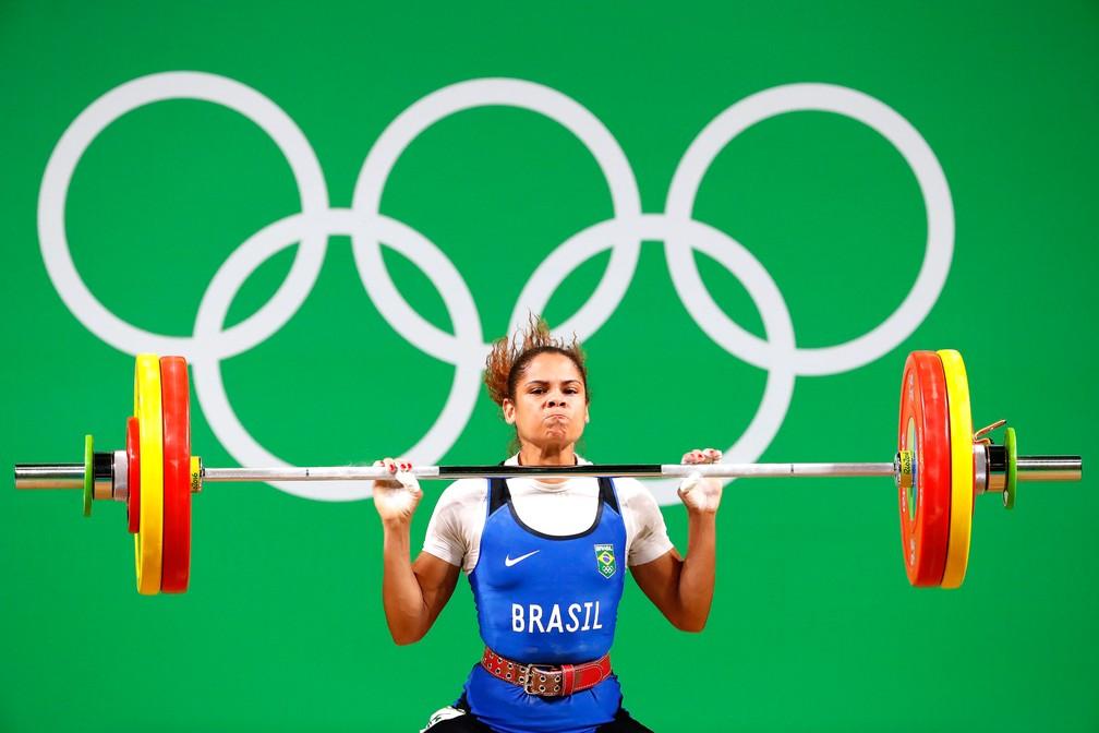 Rosane Reis foi quinta colocada no levantamento de peso na Rio 2016 (Foto: Agência EFE)