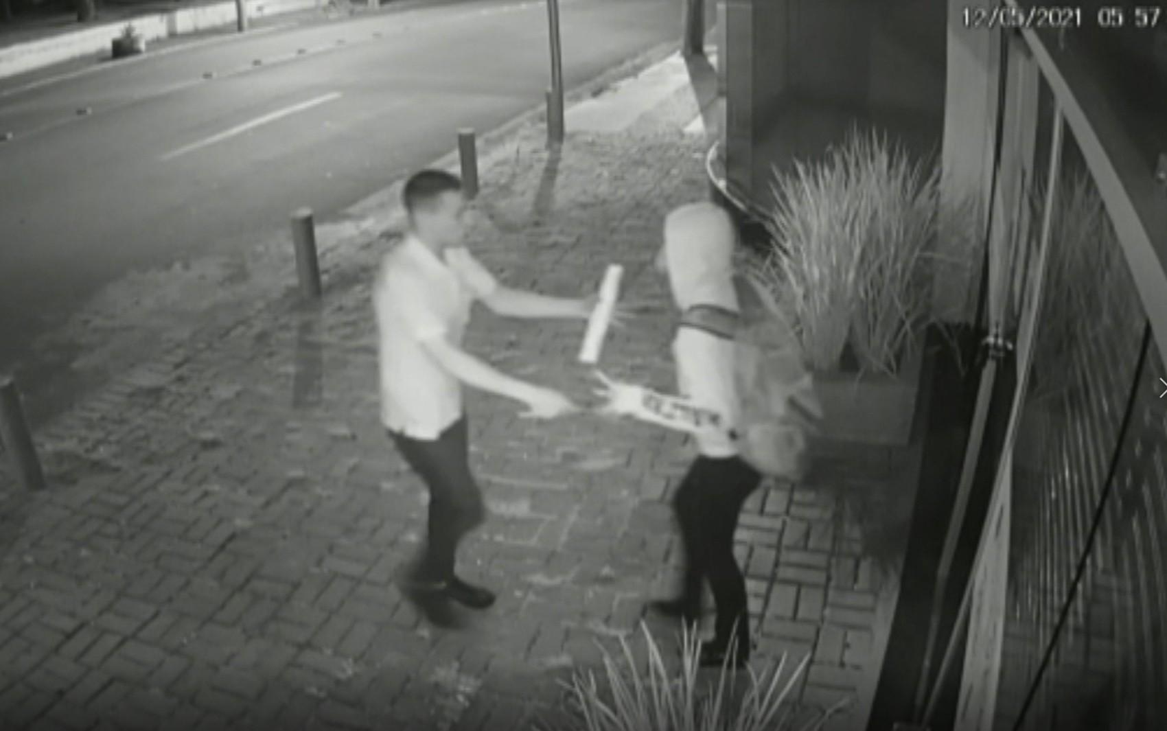 Mulher luta contra assaltante e consegue se salvar após ser ajudada por motorista de ônibus em Anápolis; vídeo