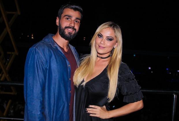 Ellen Rocche e o namorado, Rogério Oliveira (Foto: Thiago Duran/AgNews)