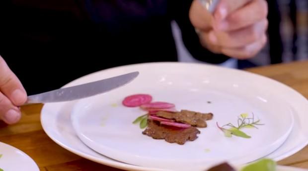 A carne é feita com células retiradas dos animais (Foto: Reprodução/Aleph Farms)