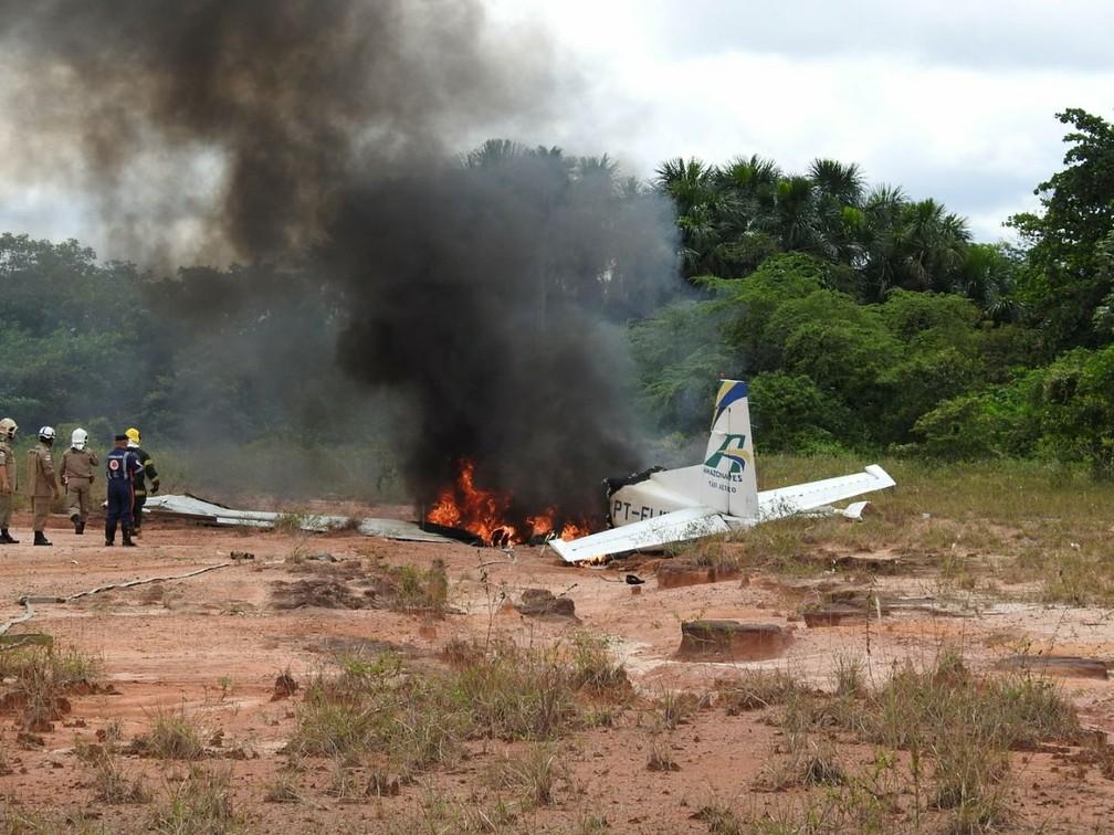 Avião caiu na manhã desta terça-feira em Manaus (Foto: Adneison Severiano/G1 AM)