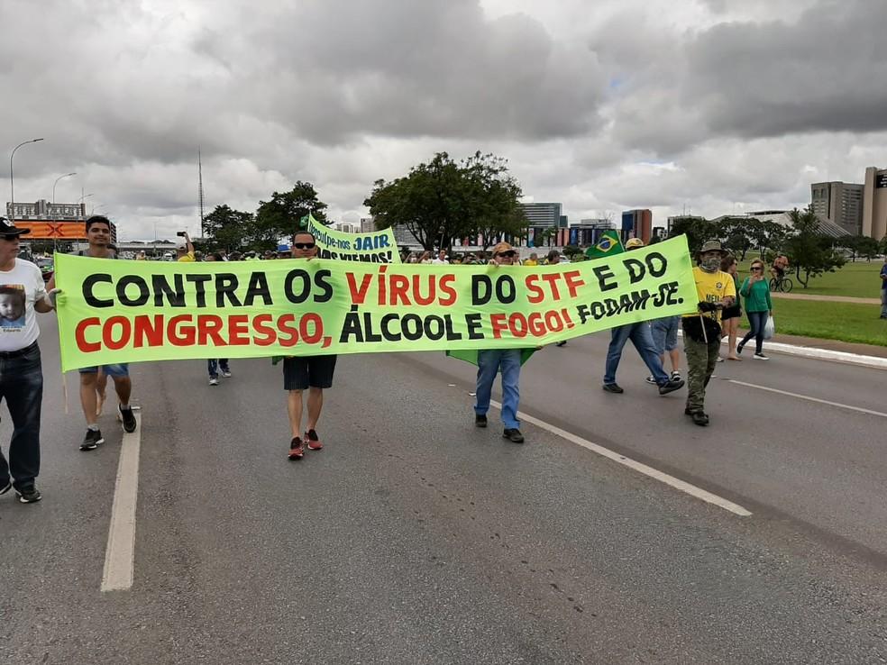 Manifestantes protestam contra STF e Congresso em Brasília — Foto: Luiz Barbieri/G1
