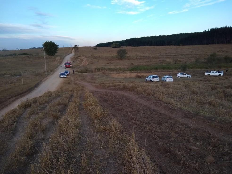 Corpos estavam em propriedade na zona rural — Foto: Divulgação/Polícia Militar