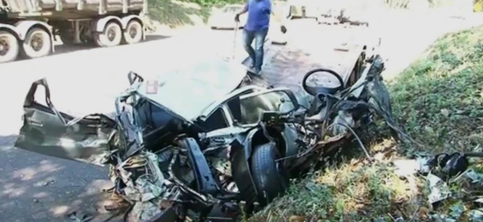 Batida ocorreu em trecho de pista simples da rodovia. (Foto: RPC/Reprodução)
