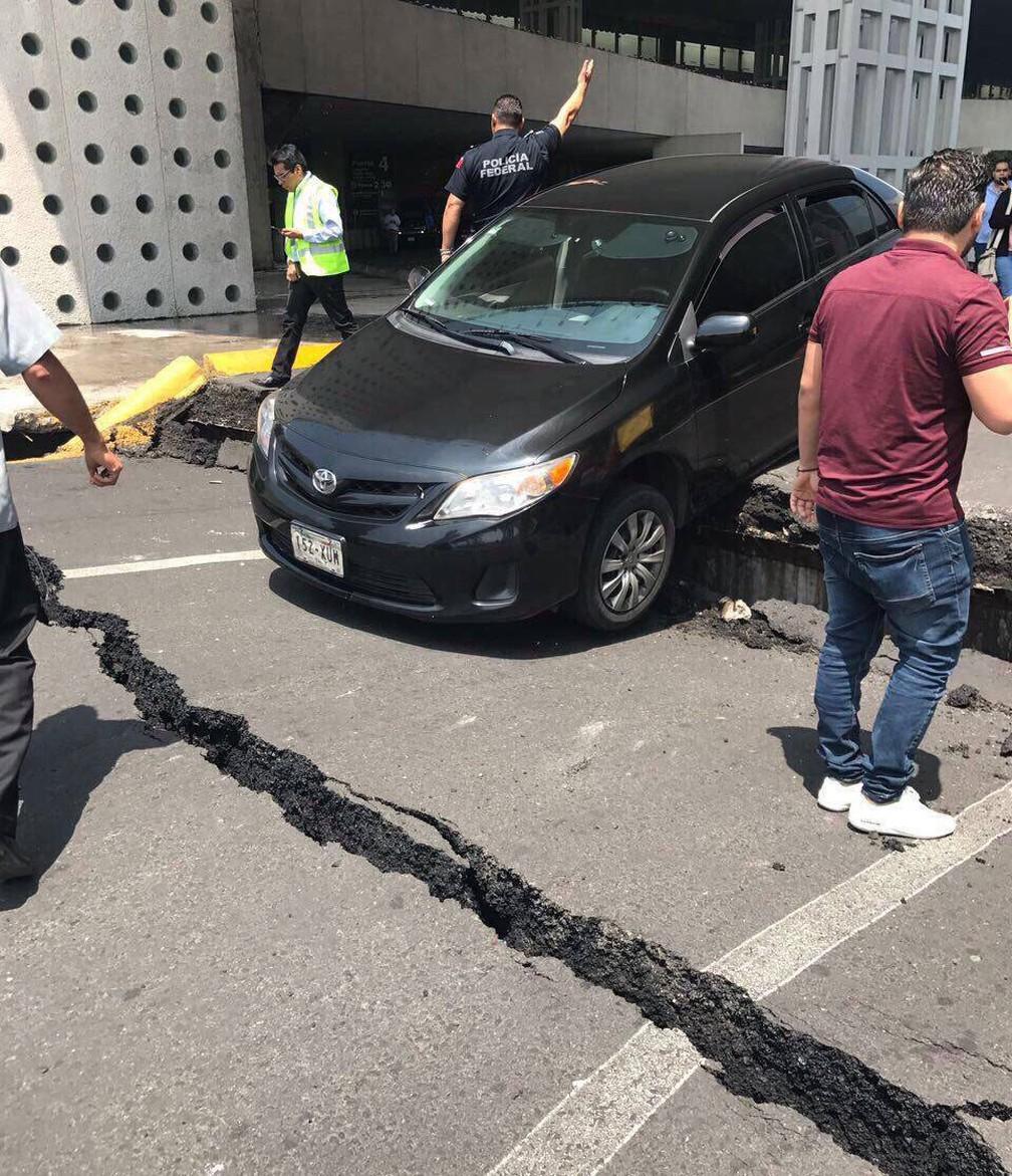 Asfalto com rachaduras no aeroporto internacional da Cidade do México, após terremoto, na terça-feira (19) (Foto:  Helio Bueno/Arquivo Pessoal)