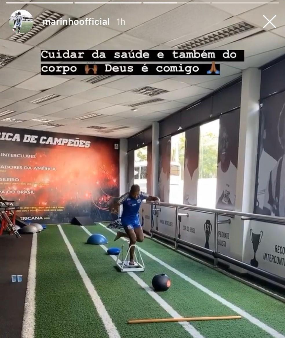 Marinho, recuperado de fratura no pé, faz recondicionamento físico no CT Rei Pelé — Foto: Reprodução/Instagram