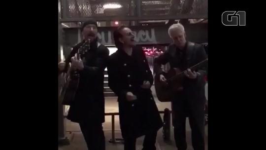 U2 faz show surpresa na rua em Nova York