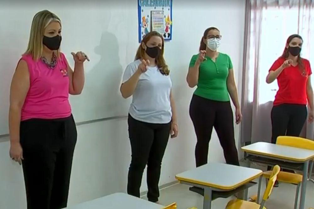 Projeto inclui a Língua Brasileira de Sinais no dia a dia de alunos da rede municipal em Bariri
