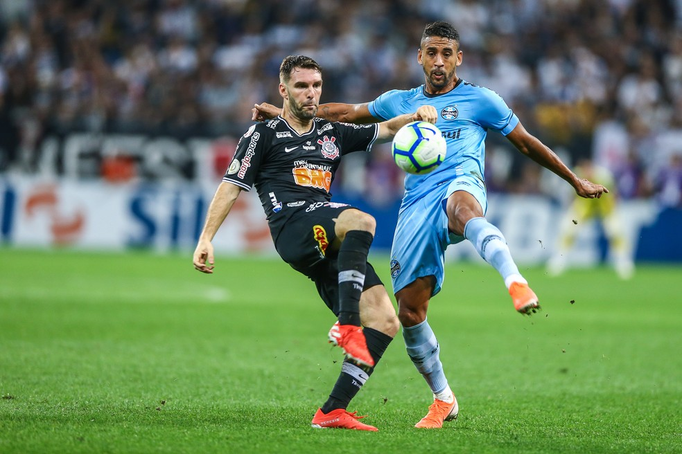 Michel pode ganhar chance como titular contra o São Paulo — Foto: Lucas Uebel/Grêmio/Divulgação