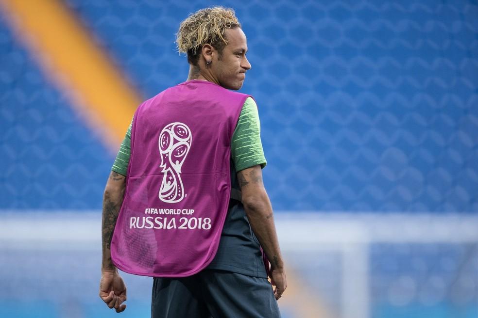 Neymar treina com cabelo novo (Foto: Pedro Martins/MoWa Press)