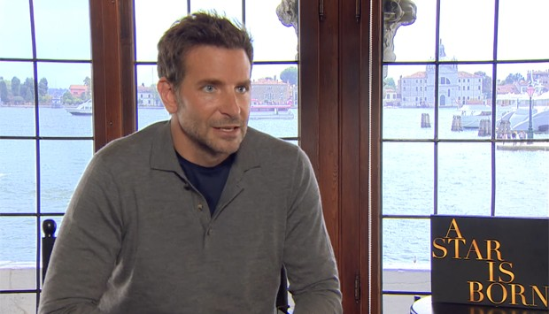 Bradley Cooper durante a entrevista para a GQ Brasil (Foto: Reprodução vídeo)