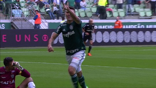 Falha bizarra! Juninho erra feio, e Moisés abre o placar para o Palmeiras