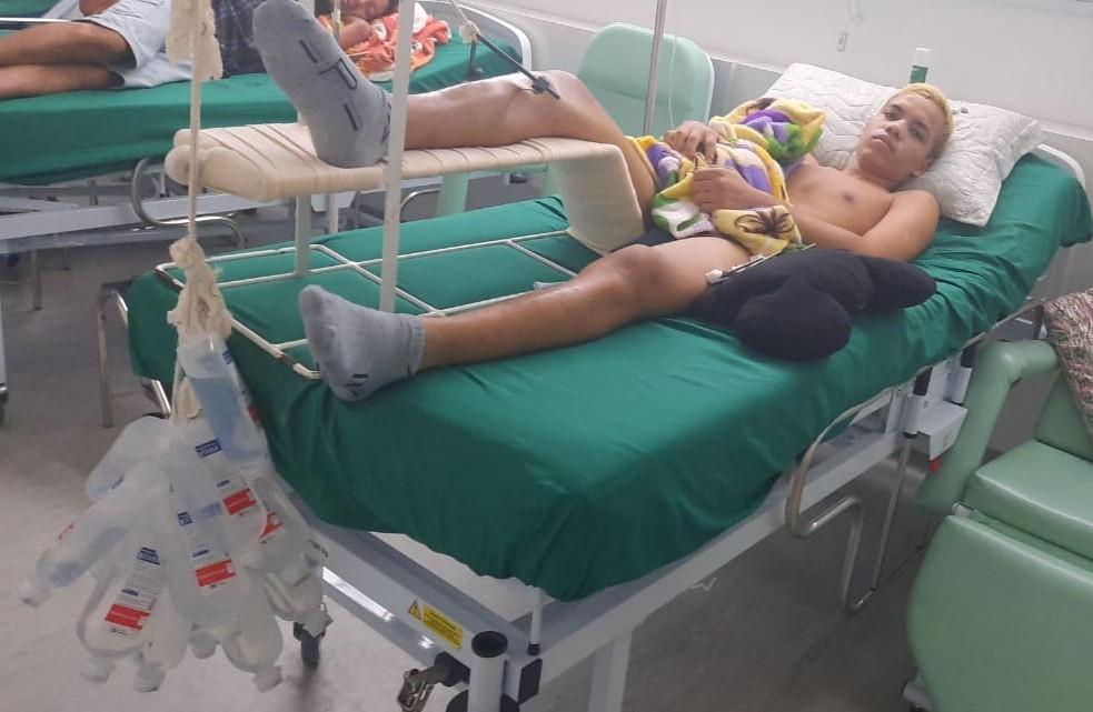 Após mais de 20 dias, jovem que caiu de ponte durante pêndulo segue internado e família denuncia instrutor