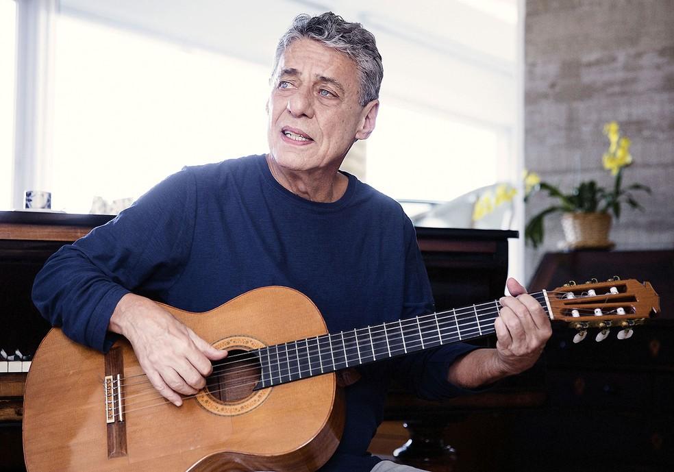 Chico Buarque tem chance nula de ganhar o Grammy Latino de 'Álbum do ano' por conta de 'Caravanas' — Foto: Divulgação / Leo Aversa
