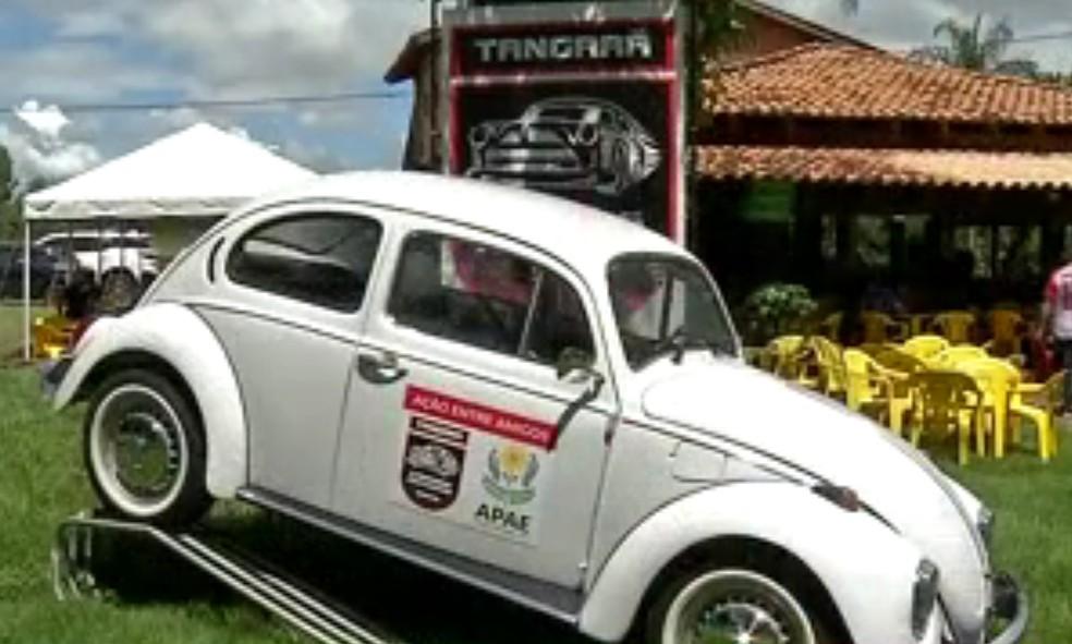 Fusca deve ser sorteado no dia 12 de outubro em Tangará da Serra (MT) — Foto: Reprodução/TVCA