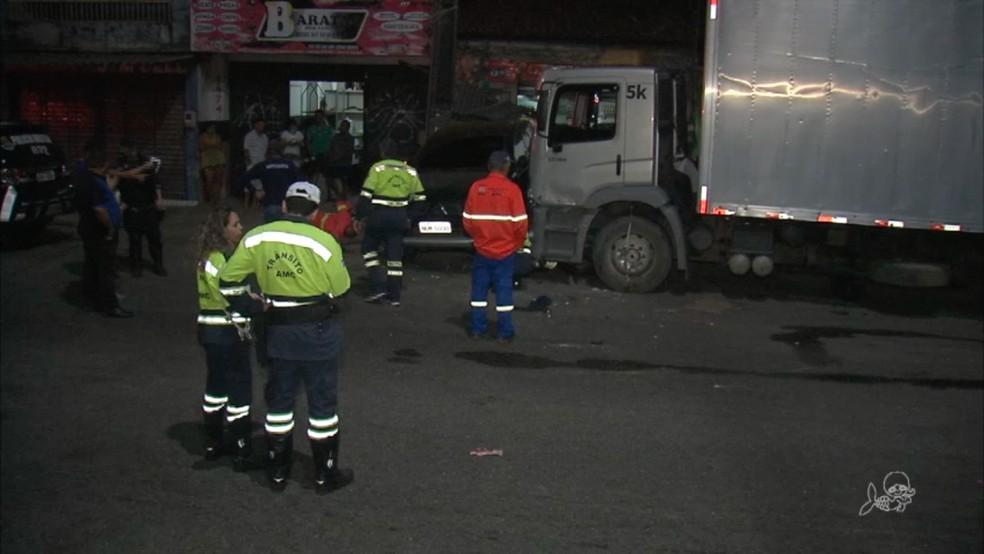 Treze pessoas ficaram feridas em acidente na Avenida Osório de Paiva, em Fortaleza (Foto: TV Verdes Mares/Reprodução)