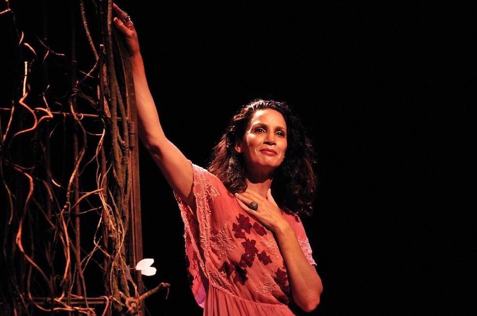 Espetáculo teatral 'Obscena, um encontro com Hilda Hilst' (Foto: Guga Melgar/Divulgação)