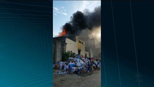 Incêndio atinge depósito e lojas em Uiraúna, no Sertão da Paraíba