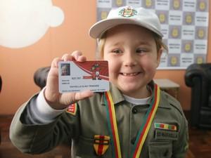 Soldado Rafaella Trindade, farda, Brigada Militar, autismo, autista, QG, carteirinha Inter (Foto: Igor Grossmann/G1)