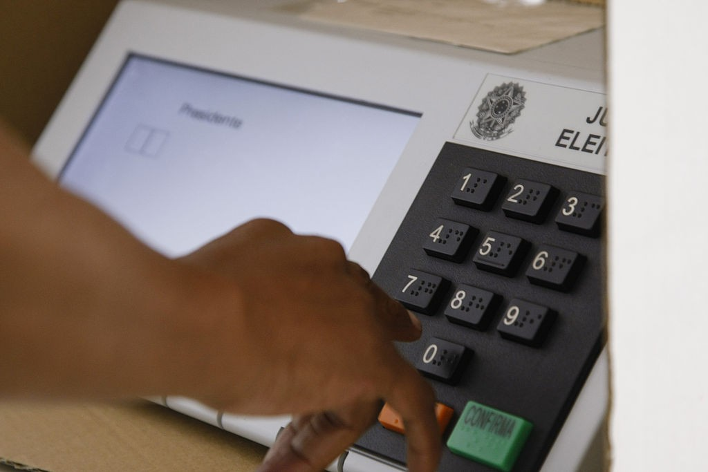 Urna eleitoral (Foto: Senado Federal, via Wikimedia Commons)