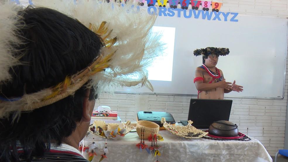 Gamalonô foi o primeiro indígena da região a realizar dissertação de mestrado sobre a etnia Paiter (Foto: Rede Amazônica/ Reprodução)