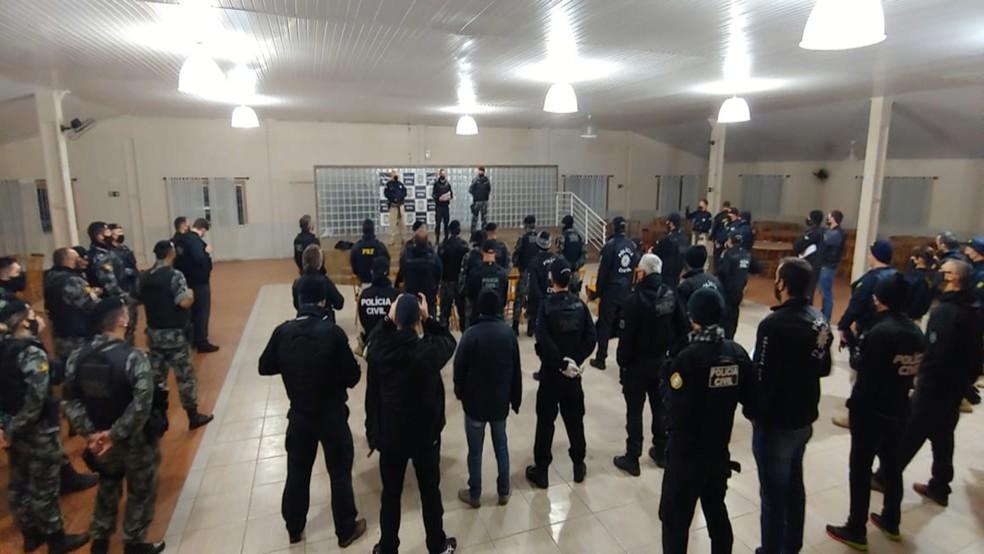Operação conjunta da Polícia Civil, Brigada Militar e Polícia Rodoviária Federal prende 15 pessoas em Pelotas — Foto: Reprodução/RBS TV