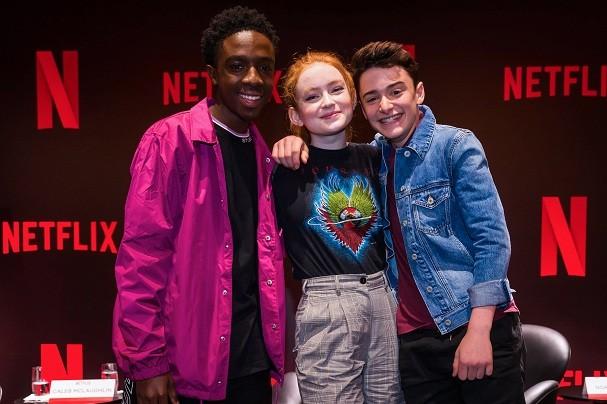 Netflix, Stranger Things Press Conference - December 2018(L-R) Caleb Mclaughlin, Sadie Sink and Noah Schnapp (Foto: Divulgação/Netflix)