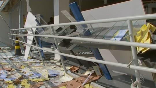 Criminosos explodem caixas eletrônicos em agência bancária de Conchas