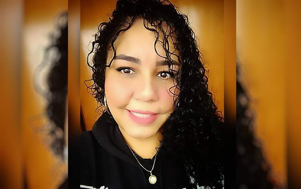 Karine de Oliveira Souza teve choque anafilático após pintar o cabelo e foi levada para a UTI em Catalão, Goiás — Foto: Reprodução/TV Anhanguera