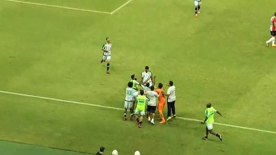 """Oliveira vê demora para time acordar, explica M9 no banco e quer """"mais jogo"""""""