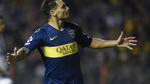 Mauro Zárate marcou o único gol do primeiro tempo