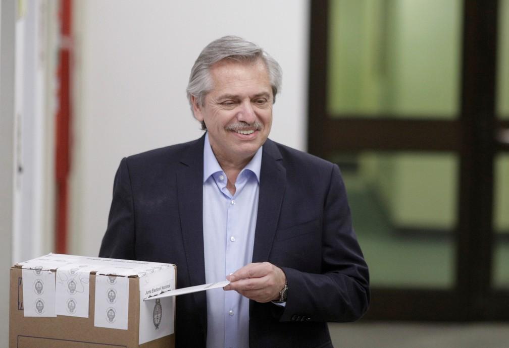 Alberto Fernández vota em Buenos Aires — Foto: Reuters/Ricardo Moraes