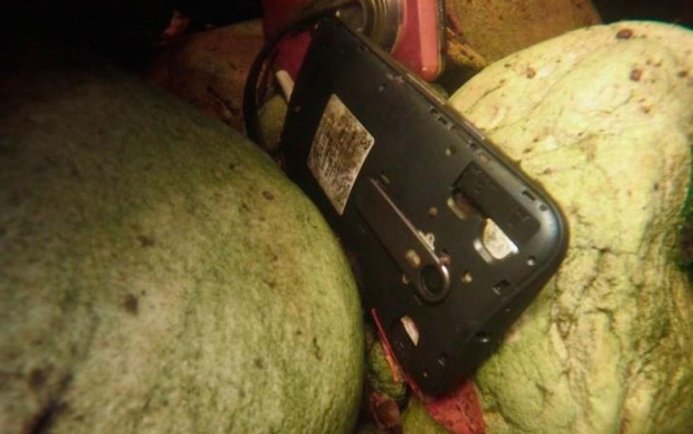 Polícia disse ter encontrado celular que pode ser de vítima (Foto: Divulgação/Polícia Civil)
