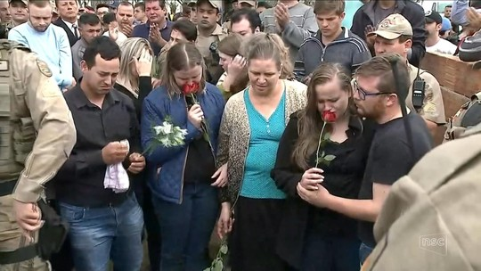 Corpo de PM assassinado em Camboriú é sepultado