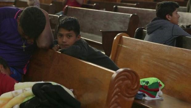 Brayan viajou durante 50 dias com a família numa caravana de migrantes que foi de Honduras para os EUA (Foto: Paul Harris/BBC)