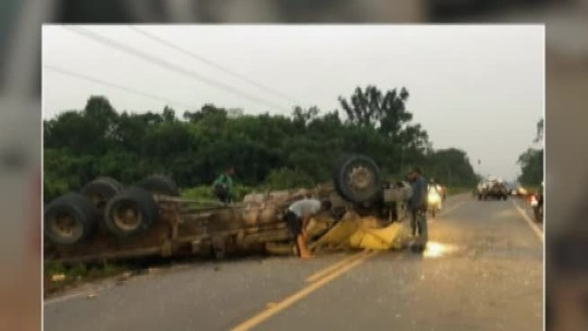 Acidente entre carro e caminhão deixa duas pessoas feridas na PA-256 em Tomé-Açu