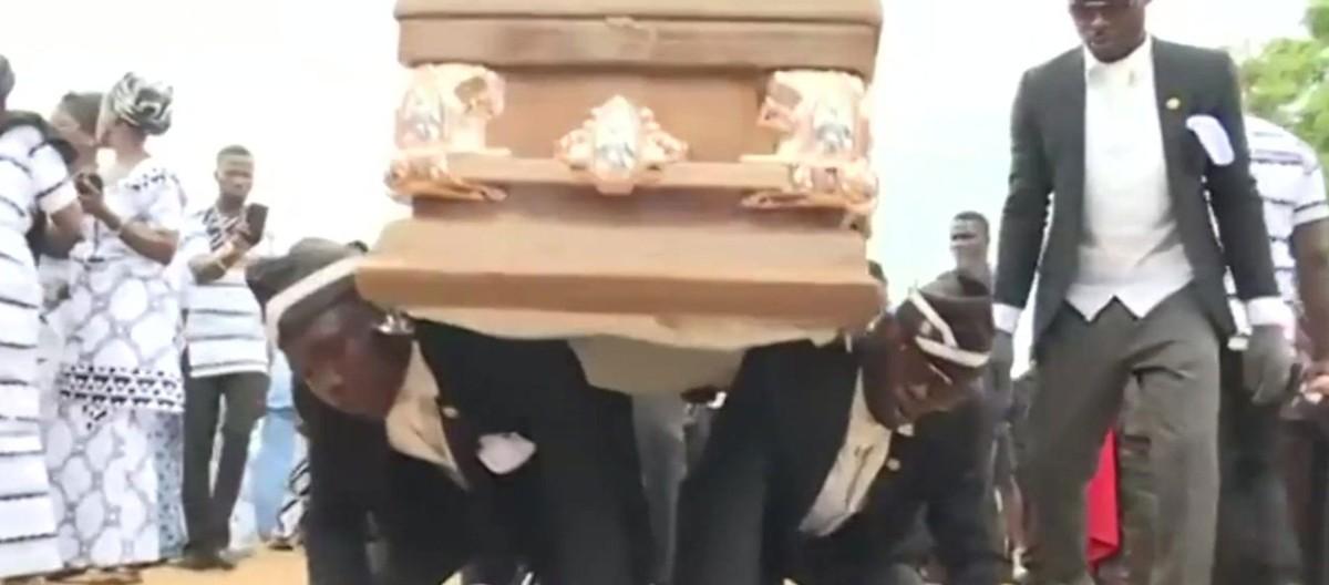 Carregador de caixão dançarino de Gana celebra memes, mas lamenta pandemia: 'Derrubou meu negócio' | Pop & Arte