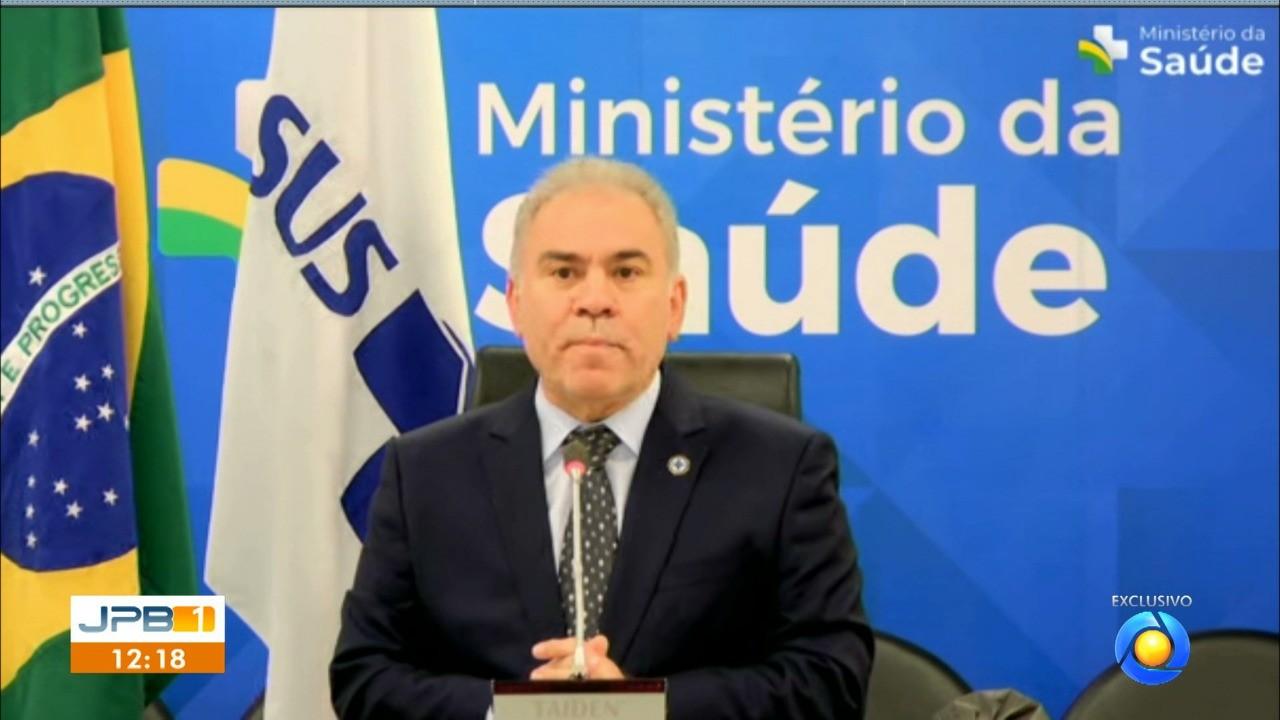 Queiroga não explica mudança na recomendação da vacinação de adolescentes e critica estados e municípios que anteciparam doses