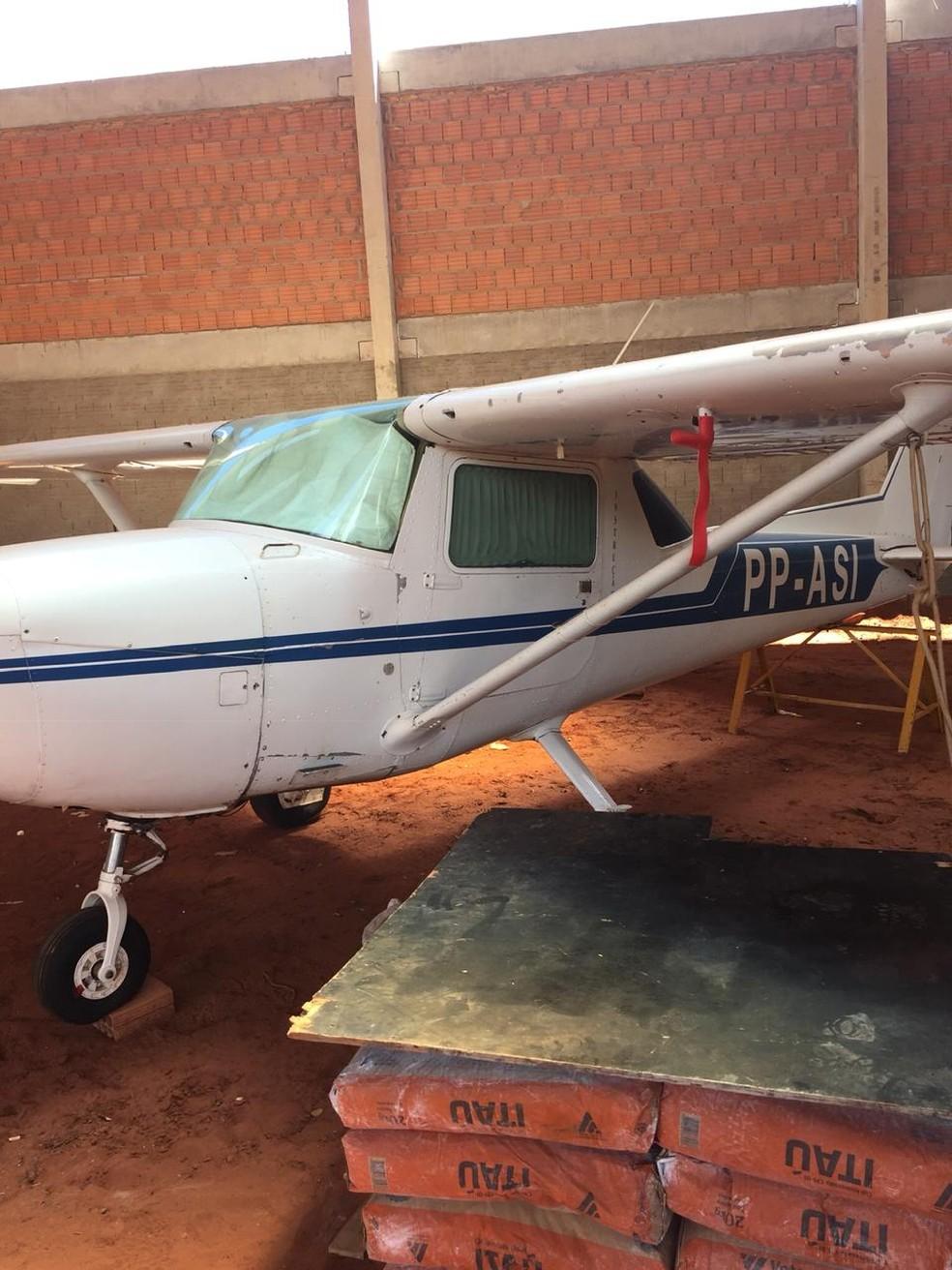 Uma das aeronaves em que suspeito contratou instrutor e oferecia pacotes de voos para vítimas em MS — Foto: Polícia Civil/Divulgação