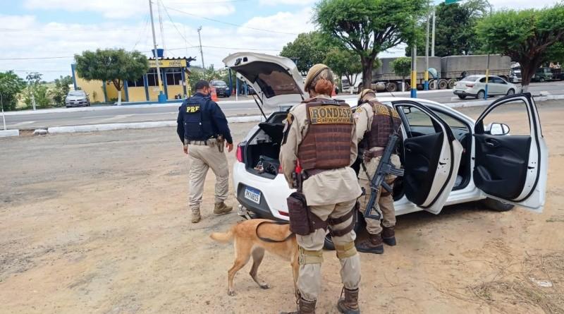 Casal é preso com tabletes de maconha escondidos em carro após tentar escapar de fiscalização policial na Bahia