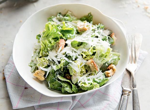 Caesar salad (Foto: Amanda Areias/Editora Globo)