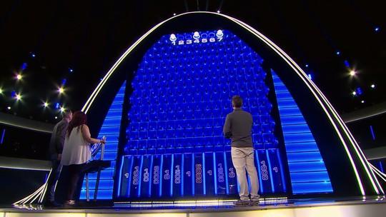 'The Wall': após bola impossível, dupla leva prêmio e surpreende Luciano Huck: 'Eu nunca vi isso!'