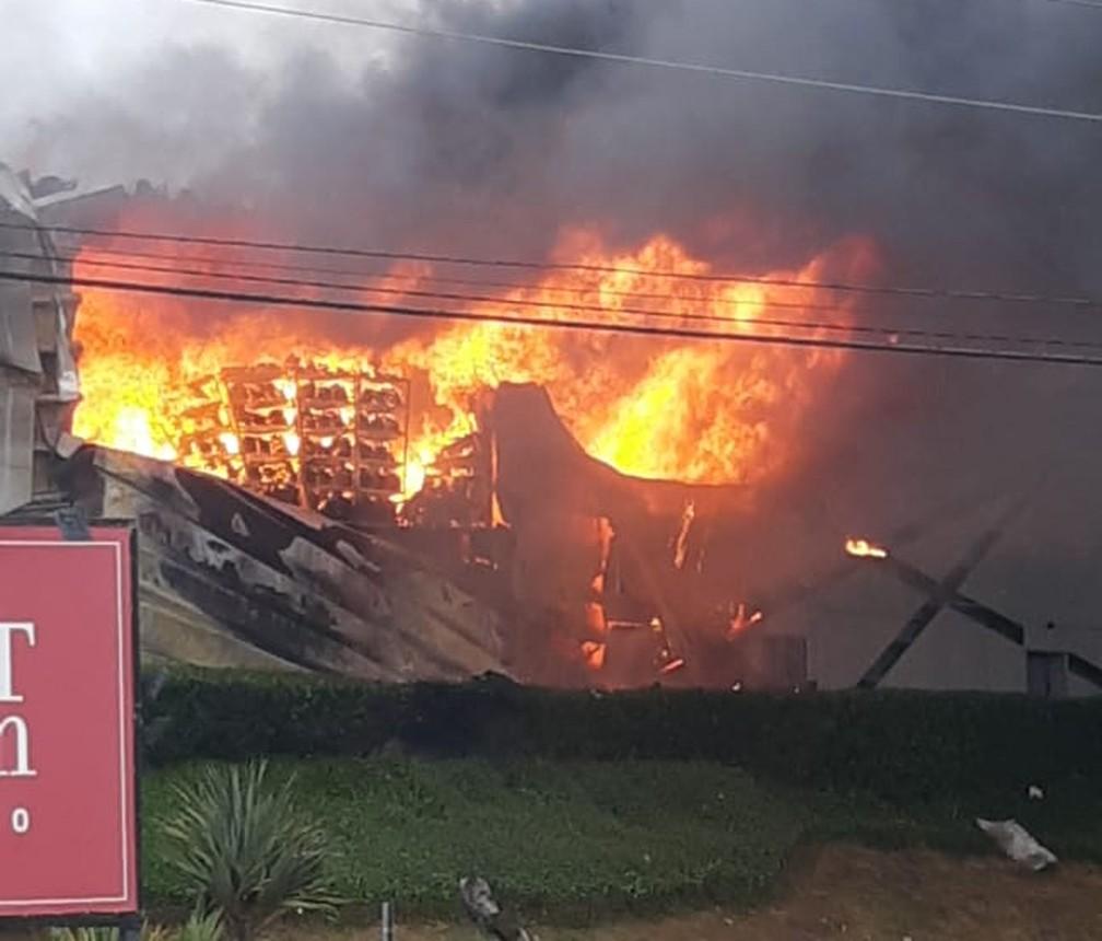 Incêndio atinge outlet premium em Itupeva — Foto: Valdeir Marques dos Santos/Arquivo pessoal