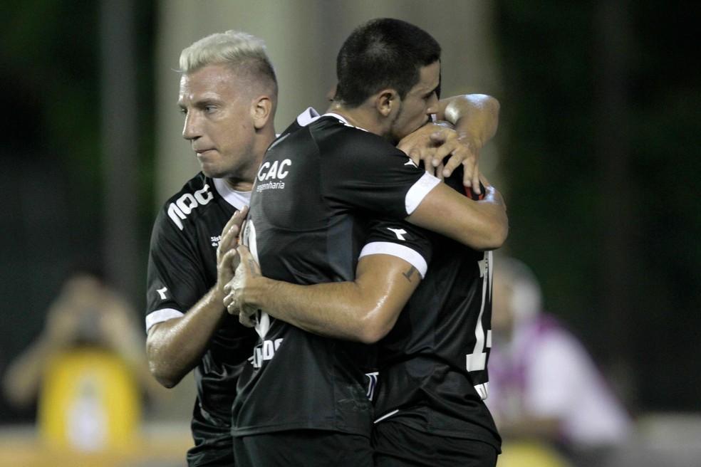 Comemoração do gol de Danilo Barcelos — Foto: PAULO SéRGIO/AGÊNCIA F8/ESTADÃO CONTEÚDO