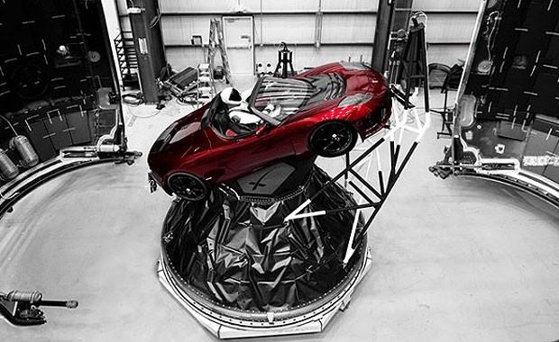 Tesla Roadster será lançado ao espaço em teste do foguete Falcon Heavy (Foto: Divulgação)