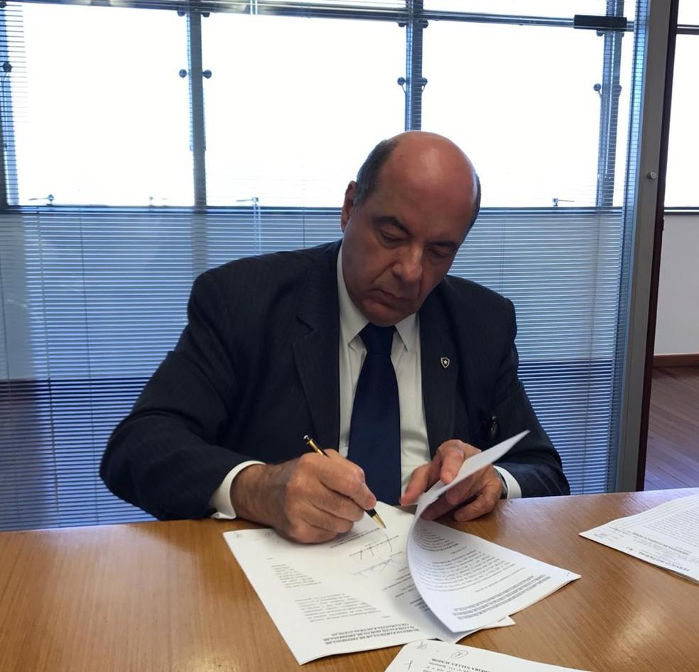 Nelson Mufarrej, presidente do Botafogo até dezembro — Foto: Julio Gracco/Botafogo