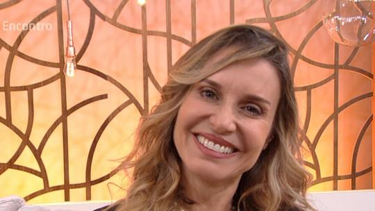 Paula Burlamaqui confessa desejo de ser mãe, aos 50 anos: 'Me sinto pronta sem precisar de homem'